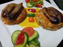 De organische verse worsten van varkensvleeslincolnshire met broodjes en groenten Royalty-vrije Stock Fotografie