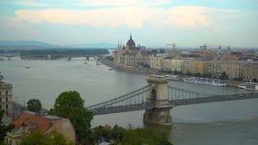 De oriëntatiepunten van Boedapest op Donau stock videobeelden