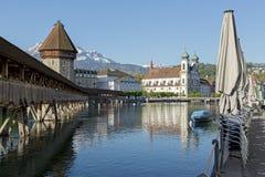 De oriëntatiepunten van luzerne ` s door de rivier Reuss Royalty-vrije Stock Afbeeldingen