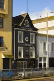 De original- affärsfastigheterna av Tedford ` s det äldst sänder chandlers i Belfast som är nordlig - Irland Royaltyfria Bilder