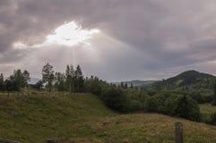 De originele hemelse glimlach in de hemel na regen stock foto's