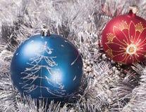 De ornamenten rood blauw van het nieuwjaar Stock Afbeeldingen