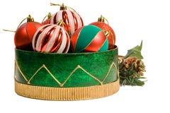 De ornamenten van Kerstmis in een decoratieve doos Stock Foto's