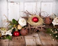 De ornamenten van Kerstmis op houten achtergrond Royalty-vrije Stock Foto