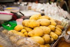 De oro de oro cocinada mango foto de archivo