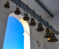 De orthodoxe Christelijke klokken van de ijzerkerk royalty-vrije stock afbeeldingen