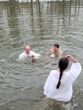 De orthodoxe Christenen vieren Epithany Stock Foto
