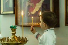 De orthodoxe dienst in één van de tempels van Kaluga-gebied (Rusland) 25 Maart 2016 Stock Afbeelding