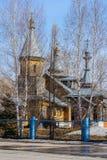 De Orthodoxe Kerk in het Siberische dorp stock foto