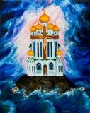 De Orthodoxe Kerk tegen de achtergrond van donkere wolken Stock Foto's