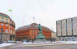 De Oud Bouw van de Danskebank en Niels Juel-monument in Kopenhagen Stock Foto