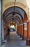 De oude arcades van San Maurizio Canavese stock fotografie