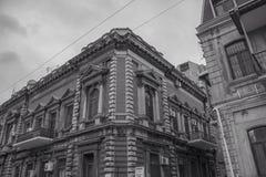 De oude architecturale bouw van een bibliotheek in Baku Stock Afbeeldingen