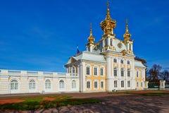 De oude architectuur van het stadspark van Peterhof. Stock Afbeelding