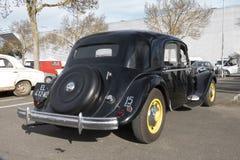 De oude auto's: Weergeven van erachter van de Tractie Avant van Citroën royalty-vrije stock afbeeldingen