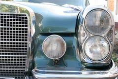 De oude auto van de koplamp royalty-vrije stock afbeelding