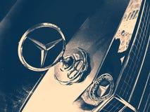 De oude auto van Mercedes-Benz Royalty-vrije Stock Fotografie