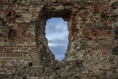 De oude baksteentexturen van het Livonia-Ordekasteel werden gebouwd in het midden van de 15de eeuw Bauska Letland Royalty-vrije Stock Afbeelding