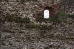 De oude baksteentexturen van het Livonia-Ordekasteel werden gebouwd in het midden van de 15de eeuw Bauska Letland Royalty-vrije Stock Afbeeldingen