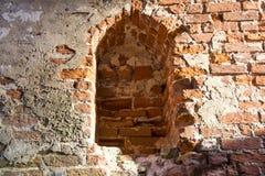 De oude baksteentexturen van het Livonia-Ordekasteel werden gebouwd in het midden van de 15de eeuw Bauska Letland Stock Foto