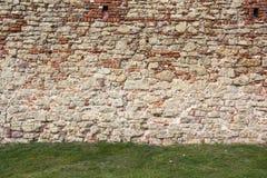 De oude baksteentexturen van het Livonia-Ordekasteel werden gebouwd in het midden van de 15de eeuw Bauska Letland Royalty-vrije Stock Foto's