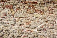 De oude baksteentexturen van het Livonia-Ordekasteel werden gebouwd in het midden van de 15de eeuw Bauska Letland Royalty-vrije Stock Foto