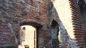 De oude bakstenen geruïneerde bouw stock videobeelden