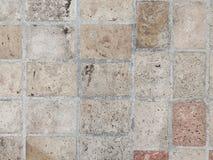 De oude bakstenen muur in antiquiteit en was beschadigd stock foto's
