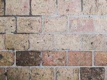 De oude bakstenen muur in antiquiteit en was beschadigd royalty-vrije stock fotografie