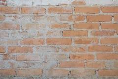 De oude bakstenen muur in antiquiteit en was beschadigd stock afbeelding
