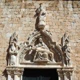 De oude beeldhouwwerken van de kalksteentempel in Kroatië Royalty-vrije Stock Foto