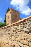 De oude bergen Teruel Spanje van Gudar van de landbouwbedrijftoren Stock Foto