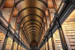 De Oude Bibliotheek van Drievuldigheidsuniversiteit in Dublin stock foto