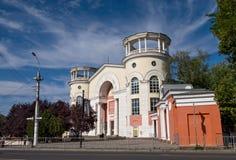 De oude bioskoopbouw in Simferopol royalty-vrije stock foto's