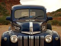 De oude blauwe auto van de luxe Royalty-vrije Stock Afbeeldingen