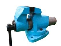 De oude blauwe klem van de lijst mechanische bankschroef op wit Stock Foto