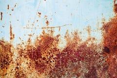 De oude blauwe muur van het grungemetaal met roest, achtergrondtextuur Royalty-vrije Stock Afbeeldingen
