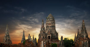De oude Boeddhistische pagode ruïneert panorama Ayutthaya, Thailand Stock Foto