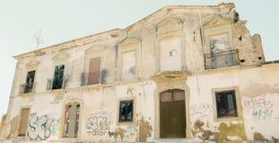 De oude bouw in Albufeira stock afbeeldingen
