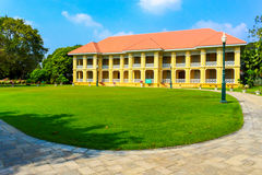 De oude bouw binnen in het koninklijke paleis van de Klappijn, Ayutthaya Stock Afbeeldingen