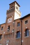 De oude bouw met een toren en klok in Oderzo in de provincie van Treviso in Veneto (Italië) Stock Fotografie