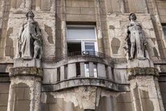 De oude bouw met geruïneerde voorgevel Royalty-vrije Stock Foto