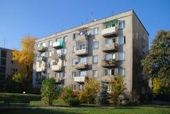 De oude bouw met meerdere gezinnen in Wroclaw. stock fotografie