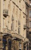 De oude bouw met steiger in Lviv stock foto's