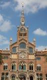 De oude Bouw op de straat van Barcelona, Spanje royalty-vrije stock afbeelding