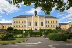 De oude bouw van het Therapiecentrum Ybbs Ybbs een der Donau, district Melk, Lager Oostenrijk, Europa Stock Afbeeldingen