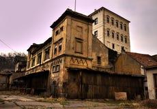 De oude brouwerijbouw Stock Afbeeldingen