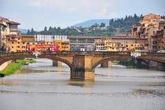 De oude brug in de stad van Florence, Italië Stock Afbeeldingen