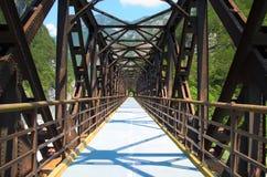 De oude brug van de ijzerspoorweg omgezet in cycleway Royalty-vrije Stock Afbeeldingen