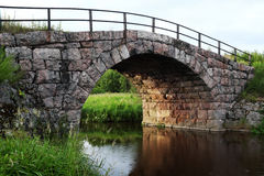 De oude brug van de steenboog Stock Afbeeldingen